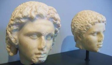 sculpture-of-the-head-of-Alexander-the-Great-and-Hephaestion