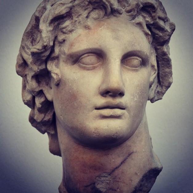Aleksanteri Suuri, marmori, kopio Lysippoksen alkuperäisestä patsaasta. Patsaan on kerrottu löytyneen Aleksandriasta, Egyptistä. Patsas on esillä Glyptoteket museossa Kööpenhaminassa. Valokuva: Carole Raddato.